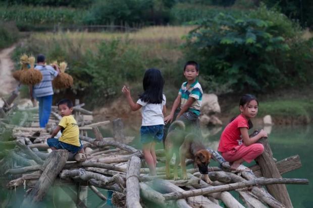 乡下孩子的童年,为什么是王者荣耀和西瓜视频?