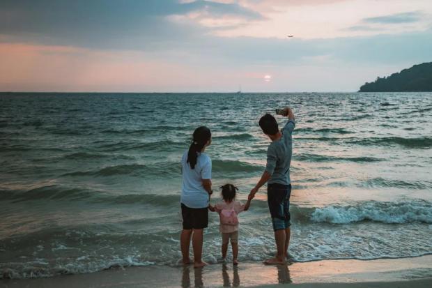 催生三孩,需要女性在职场和家庭的地位有彻底的变化